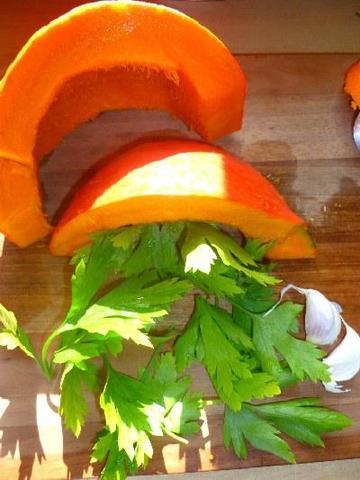 Polnjene bučke z zelenjavo - Hokaido buča